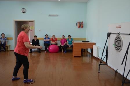 соревнования по дартсу среди женщин